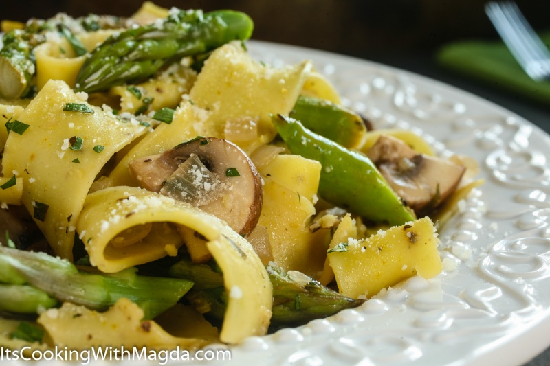 Lemon Pasta with mushrooms, asparagus and parsley next to a green napkin