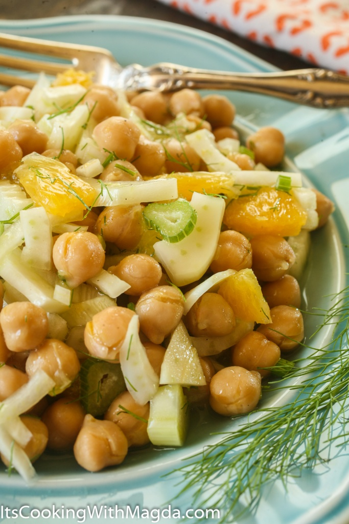 salad with garbanzo beans, fennel and orange