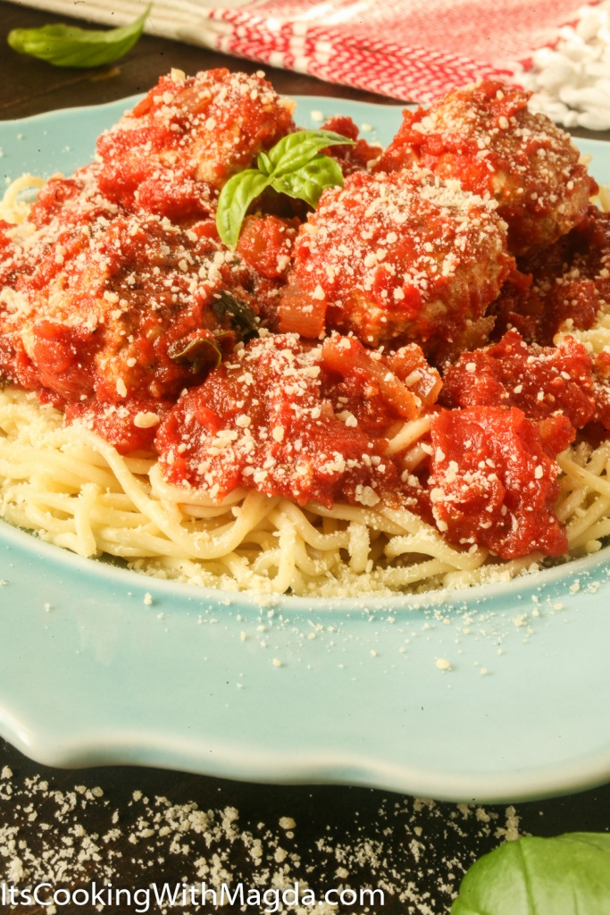 Spaghetti with turkey meatballs and cheese meatballs