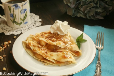 Mother's Day brunch: crepes with caramelized bananas and walnuts