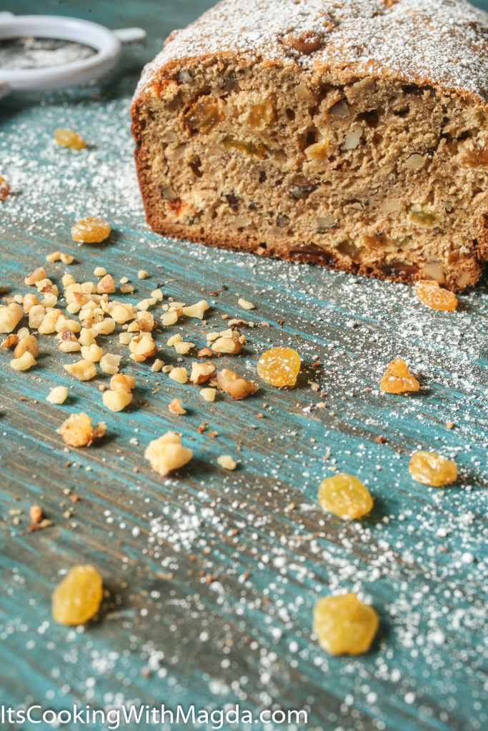 banana bread with raisins and walnuts