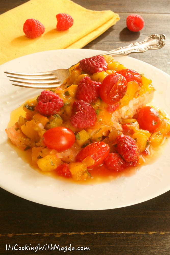 salmon baked with fruit salsa