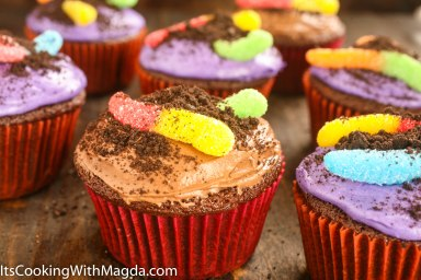 Dirt worm cupcakes with Oreo cookies