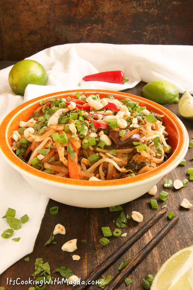 veggie pad thai with mushrooms, carrots, zucchini