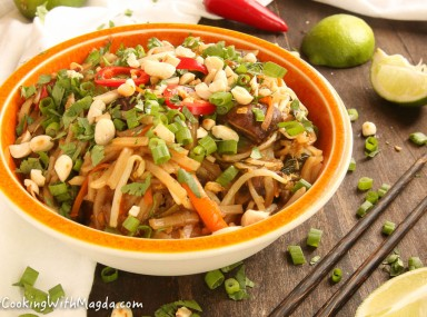pad thai with carrots, zucchini, mushrooms and pepper