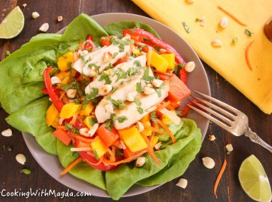 mango papaya salad with grilled chicken and spicy dressing