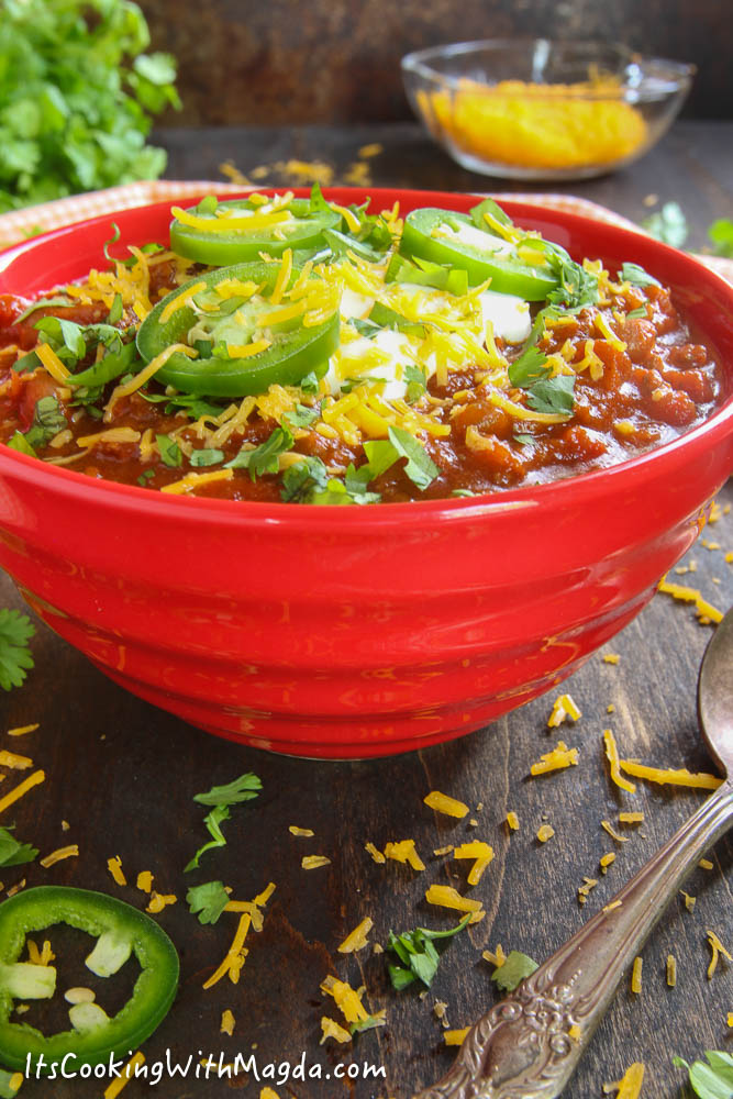 turkey chili in a red bowl