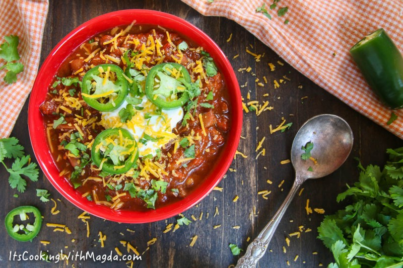 chili with beans, jalapeno, sour cream